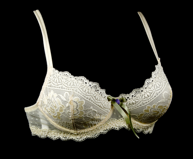 Bra with satin drawing