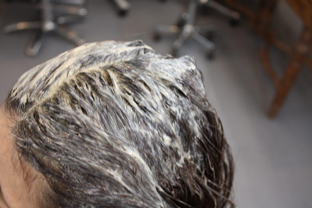 ヘッドスパの泥を付けた髪の毛